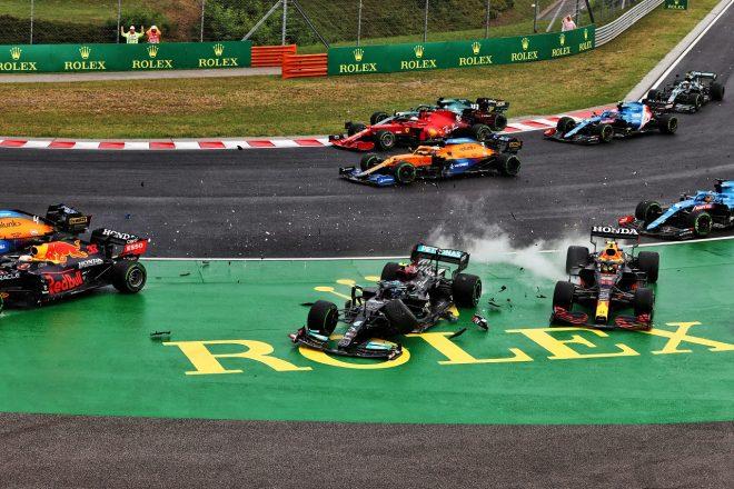 2021年F1第11戦ハンガリーGP バルテリ・ボッタス(メルセデス)がスタート直後に多重クラッシュを引き起こす