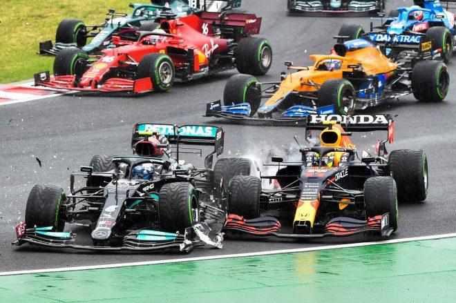 2021年F1第11戦ハンガリーGP 決勝スタート直後のセルジオ・ペレス(レッドブル・ホンダ)