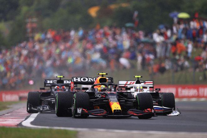 2021年F1第11戦ハンガリーGP 1周目のセルジオ・ペレス(レッドブル・ホンダ)