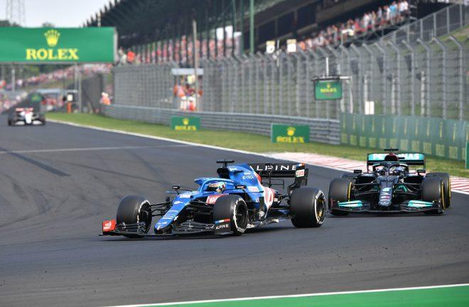 2021年F1第11戦ハンガリーGP ルイス・ハミルトン(メルセデス)とフェルナンド・アロンソ(アルピーヌ)のバトル