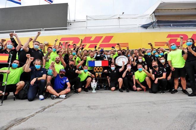 2021年F1第11戦ハンガリーGP 優勝したエステバン・オコンとアルピーヌが記念撮影