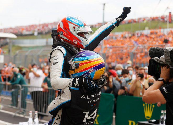 2021年F1第11戦ハンガリーGP 優勝したエステバン・オコンとフェルナンド・アロンソ(アルピーヌ)