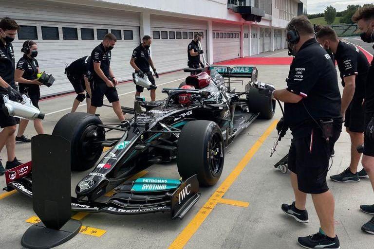 F1 | ラッセルがメルセデスで2022年用18インチF1タイヤのテスト。フェラーリとマクラーレンも走行