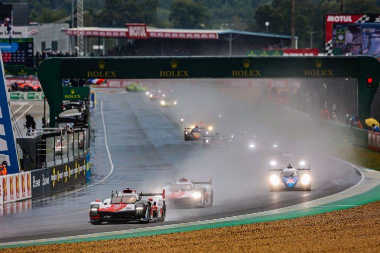 ル・マン/WEC | 雨のなか2021年ル・マン24時間がスタート。8号車トヨタが追突される波乱の幕開けに/決勝1時間後