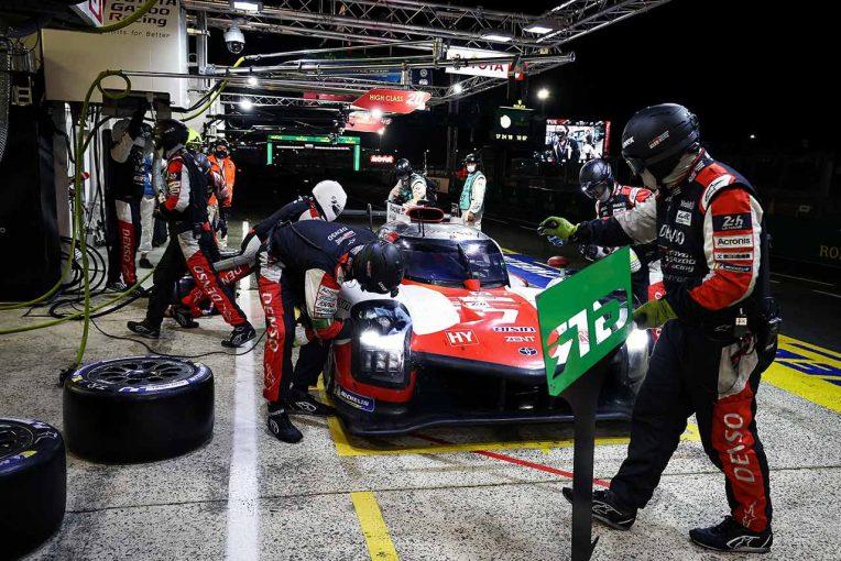 ル・マン/WEC   トヨタ2台が同一ラップで首位を争う。アルピーヌとグリッケンハウスも接近戦/ル・マン24時間決勝12時間後