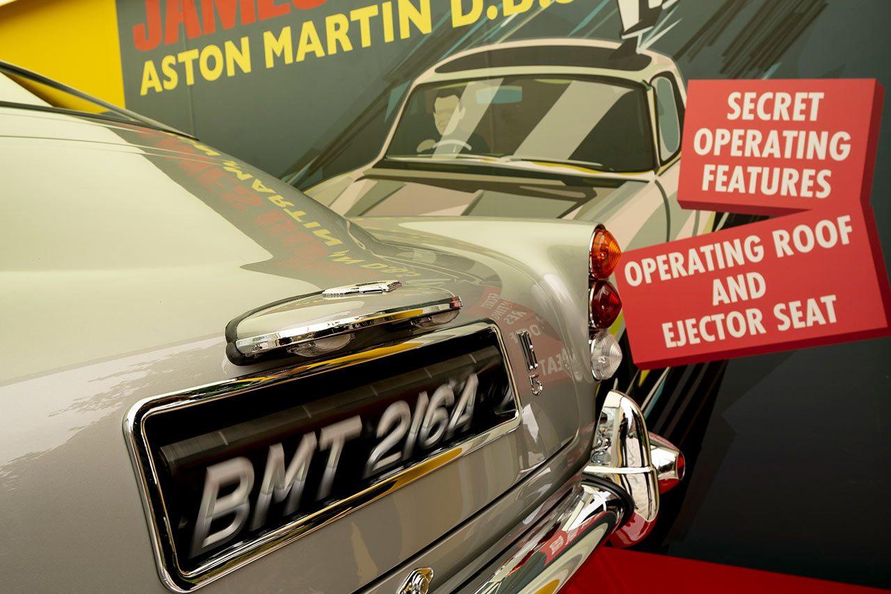 アストンマーティン、映画007最新作のキャンペーンを開始。ロンドン中心部にDB5のレプリカを展示