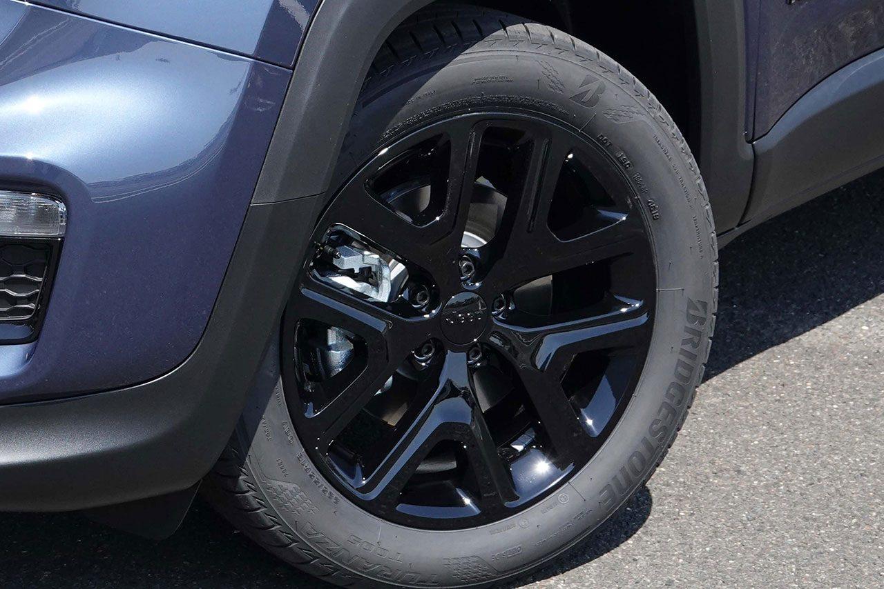 """ジープ・レネゲード、ブラックアクセントを加えた限定車""""ナイトイーグル""""を9月18日から発売開始"""