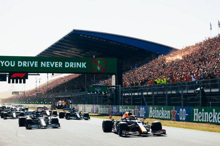"""F1   ホンダPUの進歩に驚き。ハミルトン、フェルスタッペンの""""ロケットスタート""""に「文字どおり何もできなかった」"""