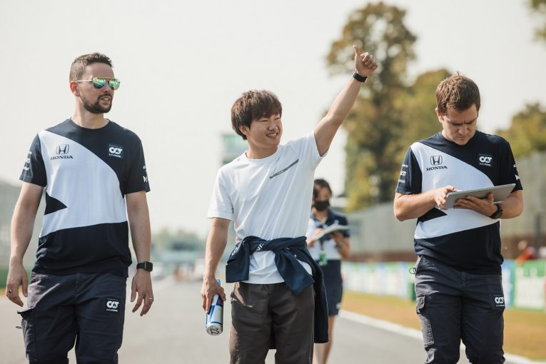 F1   アルファタウリF1の角田裕毅「クラッシュし続けていたから、残留できて少し驚いた」