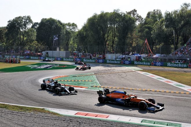 2021年F1第14戦イタリアGP ランド・ノリス(マクラーレン)とルイス・ハミルトン(メルセデス)