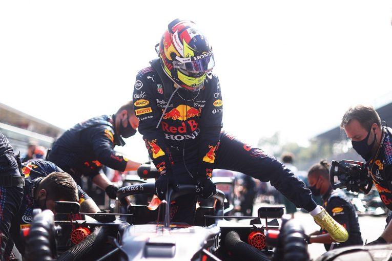 F1   レッドブル・ホンダのペレス、追い越し時の違反で表彰台失う「指示なくペナルティが出た」と代表/F1第14戦
