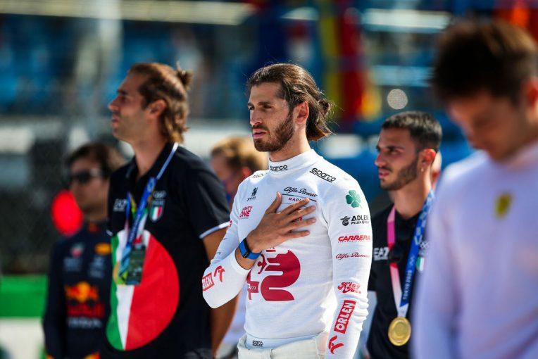 F1   ジョビナッツィ「とても好調だったのに、1周目で台無しになるなんて悔しい」:アルファロメオ F1第14戦決勝