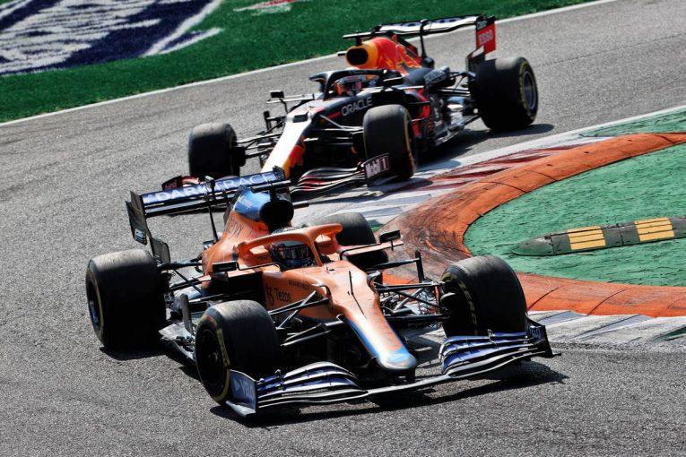 F1 | 【F1第14戦無線レビュー(1)】「リヤタイヤが滑り始めている」リカルドを抜きあぐねるフェルスタッペン