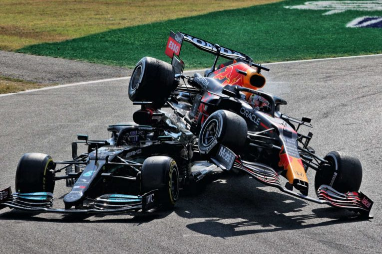 F1   ハミルトンの車載カメラが捉えた戦慄の乗り上げシーン&NSX、カートコースを爆走【SNSピックアップ今週のF1界】
