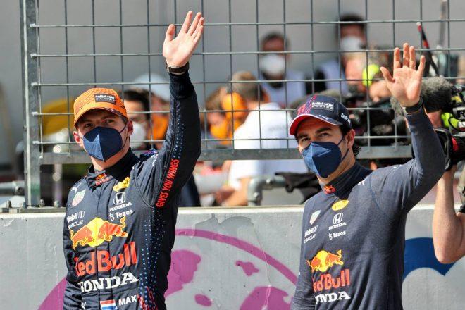 レッドブル・ホンダF1のマックス・フェルスタッペン(左)とセルジオ・ペレス(右)