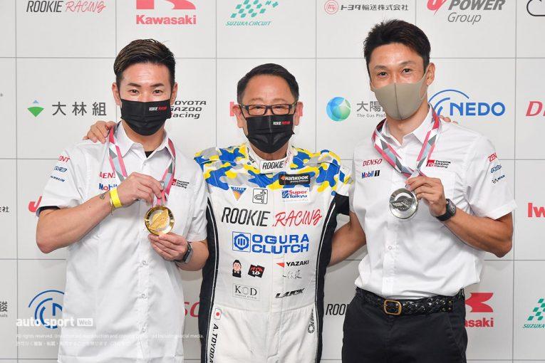 ル・マン/WEC   ル・マン24時間優勝の小林可夢偉、2位の中嶋一貴に「オリンピックイヤーの特別な」メダルを授与