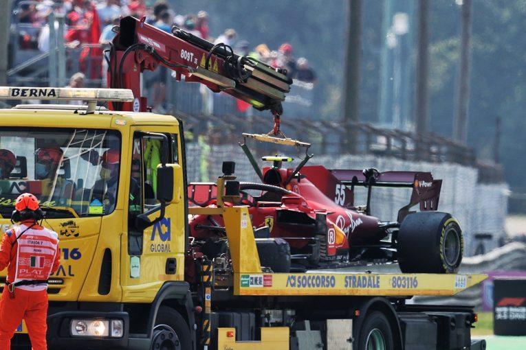 F1   FIAとフェラーリF1、サインツのクラッシュを受け、シートベルトの安全性を調査へ