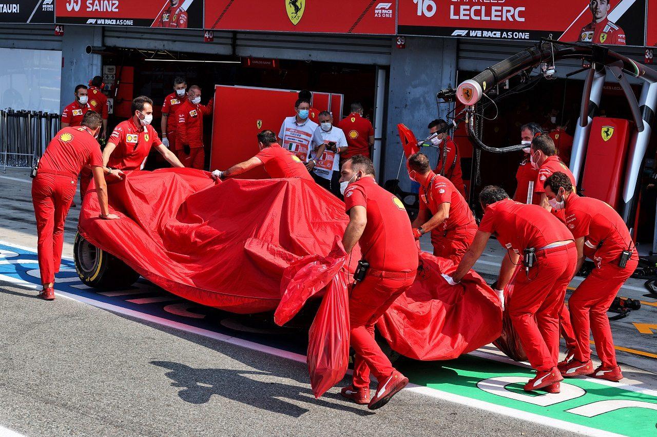 カルロス・サインツJr.(フェラーリ)がクラッシュ