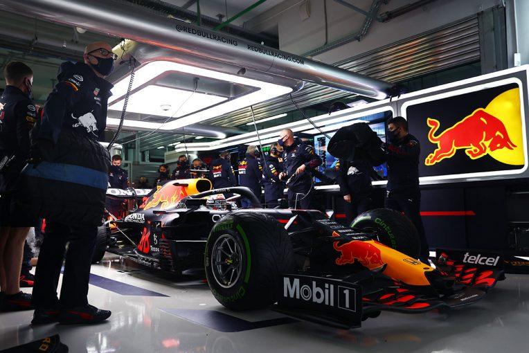 """F1   レッドブル・ホンダ密着:""""フェルスタッペンの最後尾スタート""""がプレッシャーを誘発か。ハミルトンはポール獲得ならず"""