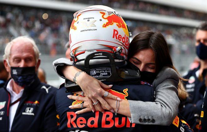 2021年F1第15戦ロシアGP 2位を獲得したマックス・フェルスタッペン(レッドブル・ホンダ)とガールフレンドのケリー・ピケ