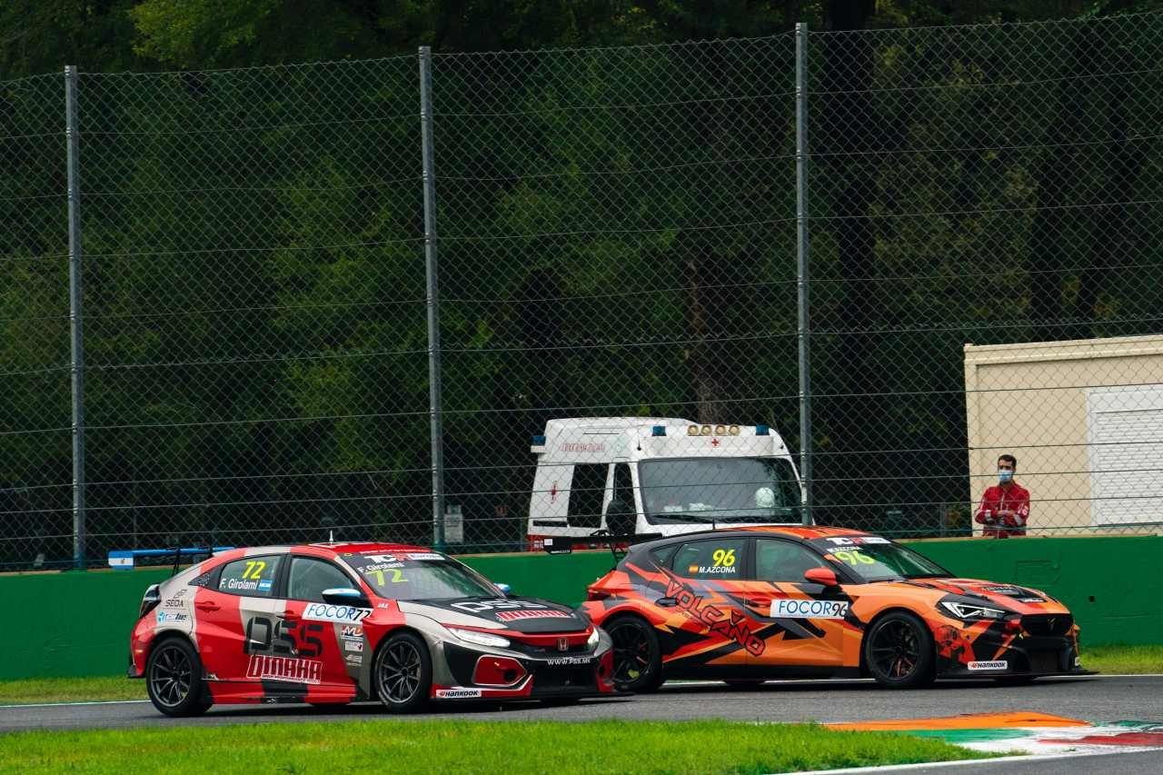 TCRヨーロッパ第6戦は勝者ジロラミのドライブに物議。宿敵アズコナも「倫理を超えた行為」と苦言