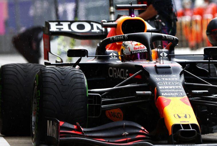 F1   レッドブル代表「今日の2位は勝利のように感じる。決め手となったタイヤ選択はドライバーに委ねた」/F1第15戦