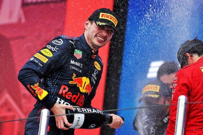 2021年F1第15戦ロシアGP 2位表彰台のマックス・フェルスタッペン(レッドブル・ホンダ)