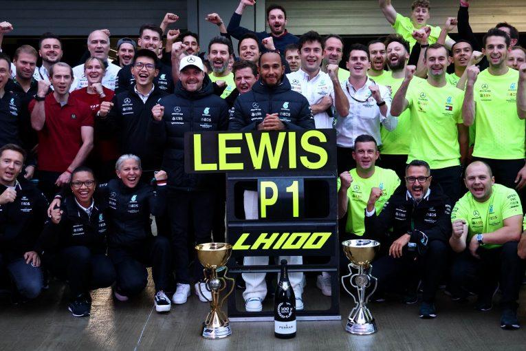 F1   100勝達成のハミルトン「この日が来るのか確信が持てなくなっていた。素晴らしい戦略に感謝」メルセデス/F1第15戦