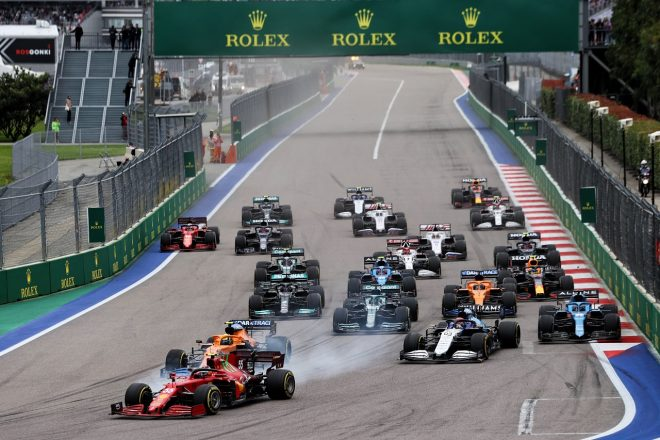 2021年F1第15戦ロシアGP決勝スタート カルロス・サインツJr.(フェラーリ)