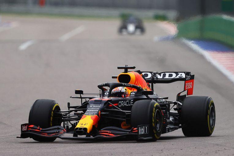 F1   レッドブル・ホンダ密着:タイヤ交換のタイミングを見極めたフェルスタッペン。インラップでは群を抜く速さを披露