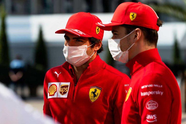 """F1   【動画】ルクレールとサインツが""""目隠し""""でイモラにチャレンジ"""