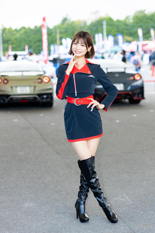 東京オートサロン2022イメージガールA-classがオプジャン富士で新コスチュームを披露